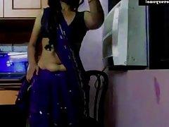 Mallu desi lilly aunty ki chokt ki pyas kaise bhujaye aunty ki puti dasta dekho choot ki aag nikaldi